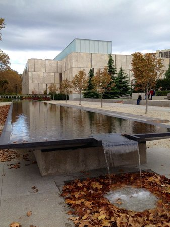 The Barnes Foundation : Outside of the Barnes