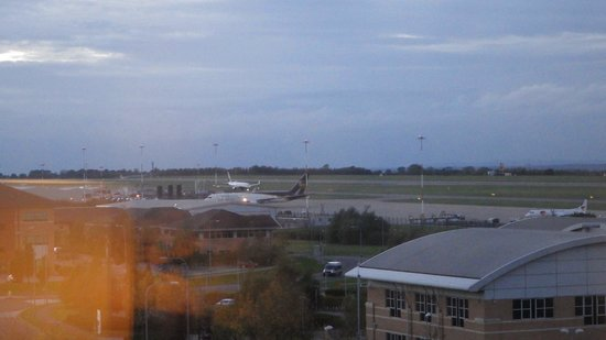 Radisson Blu Hotel, East Midlands Airport: Sunset over the runway...