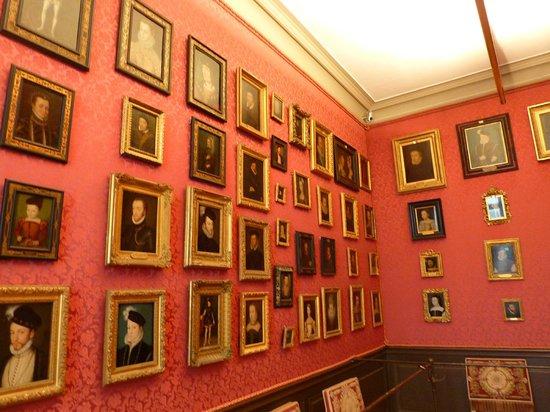 Chateau de Chantilly: cabinet de tableaux