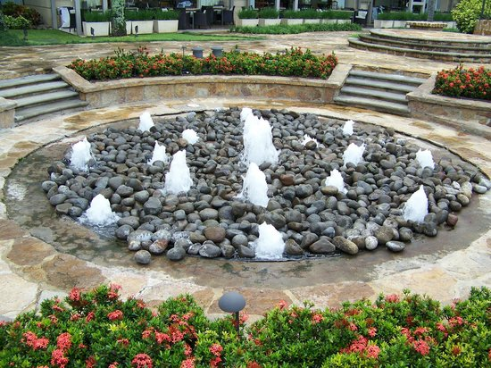 Real InterContinental Costa Rica at Multiplaza Mall: bubbling fountains in rocks