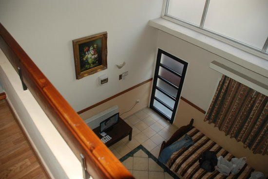 Alexia Hotel Apartments : Вид со второго этажа на входную дверь