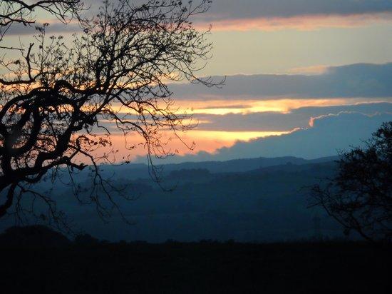 Beacon Hill Farm: A Romantic sunset at Beacon Hill