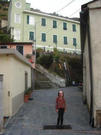 Hostel Cinque Terre : View of hostel approaching from town