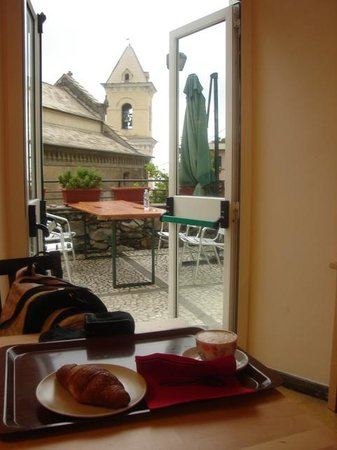 Hostel Cinque Terre : Breakfast - outside view