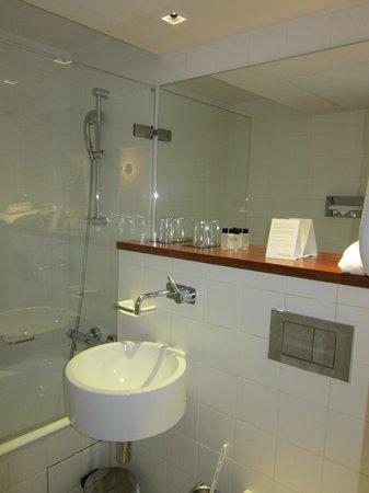 9HOTEL OPERA: bagno