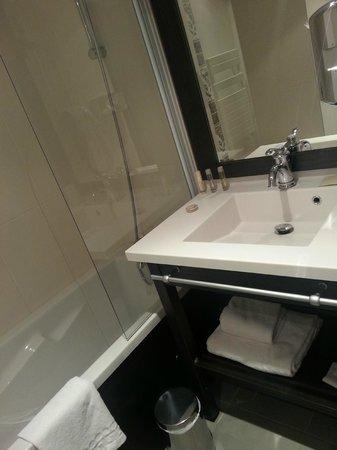 Seven Urban Suites Nantes Centre : baño