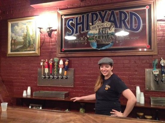 Shipyard Brewing Company: Lindsey serves up some beer