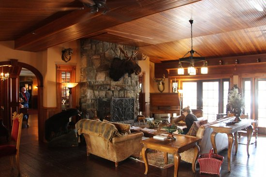 Mirror Lake Inn Resort & Spa: One of many cozy places to hang out and relax.