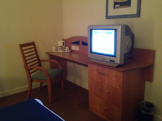 Holiday Inn Express Greenock: Tv area