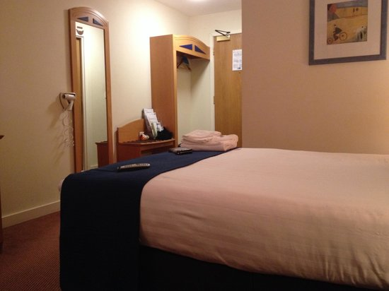 Holiday Inn Express Greenock: Bedroom