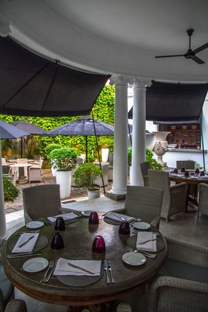 Paradise Road Tintagel Colombo: breakfast in the courtyard