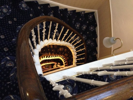 Regent House Hotel: Consigliato prendere camera al primo piano
