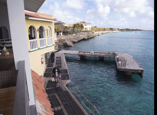 Buddy Dive : Restaurant above dive facilities, dock, poolside restaurant (far)