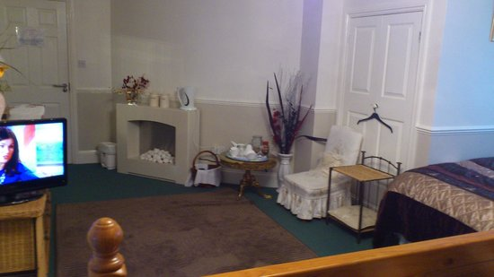 Collingwood Guest House: more of my room