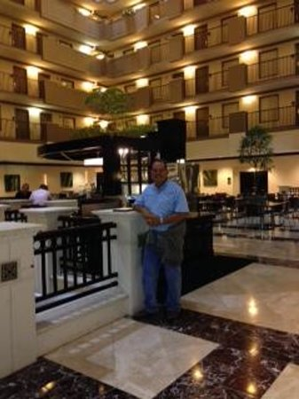 Embassy Suites by Hilton Orlando Downtown: Interior courtyard
