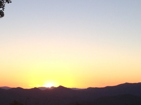 Fire Mountain Inn: Sunset at Fire Mountaun