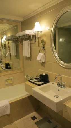 Sheraton Guilin Hotel: Bano