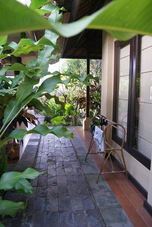 Amertha Bali Villas: entrada a la segunda habitación