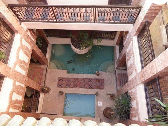 Riad Al Rimal : La piscine