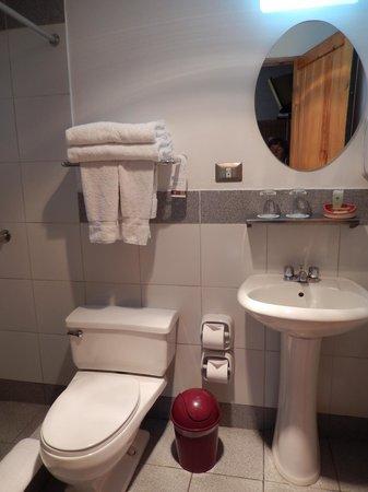 Casa Andina Standard Colca: bathroom is very cold
