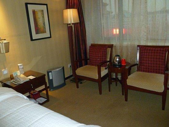 Sunworld Hotel Beijing: Chairs in room