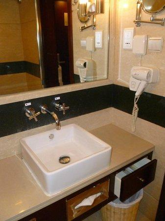 Sunworld Hotel Beijing: Bathroom Sink, Blow dryer