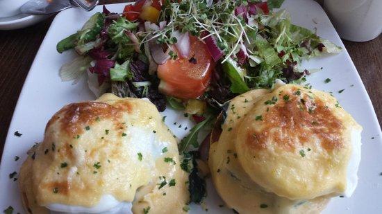 The Hamptons Delicatessen: eggs florentine