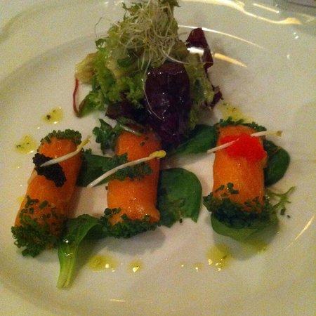 Restaurant Alexander: Cannelloni van gerookte zalm met champagne mousse en wasabi kaviaar