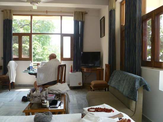 Hotel Great Ganga: Room 208 - spacious and sunny w/ beautiful views to river Ganges