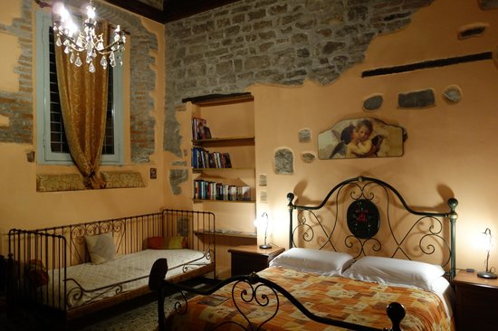 Casa Mario Lupo: This suite is beautiful and much larger than the photo. It offers everything you need.