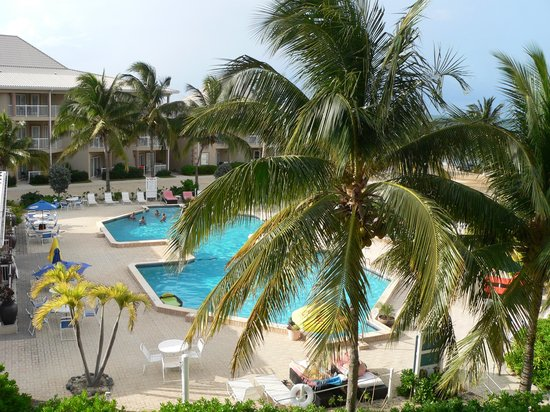 Holiday Inn Resort Grand Cayman : Looking down at the pool area