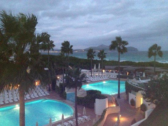 IBEROSTAR Albufera Playa : Pool at night.