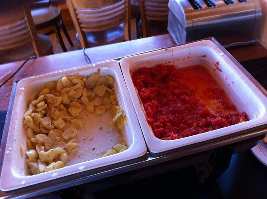 La Digue : Patates et sauce tomate à priori on a pas gouté tellement ce n etait pas appétissant!