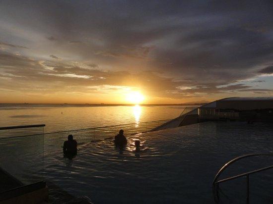Hyatt Regency Trinidad: Sunset from the pool area