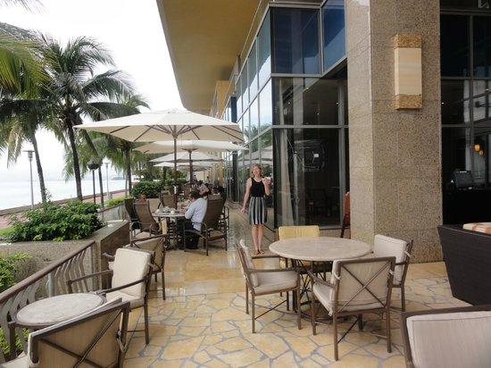 Hyatt Regency Trinidad: Outside dining area