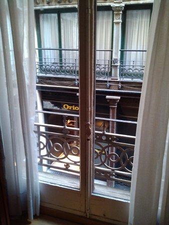 Rialto Hotel: Vista del restauran ruidoso