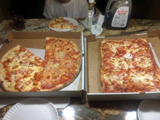 Hewlett, NY: Pizza tonight...
