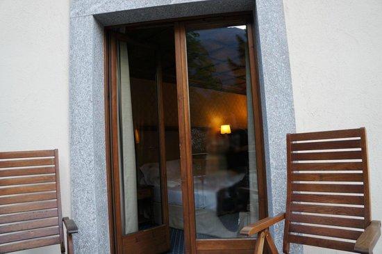 Grand Hotel des Alpes: Petit balcon avec 2 fauteuils