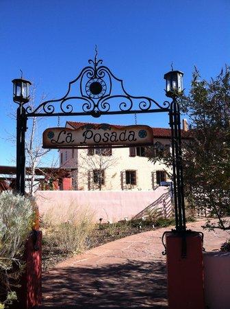 La Posada Hotel: Entrance to La Posada