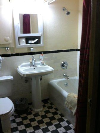 La Posada Hotel: The bathroom