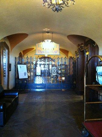 La Posada Hotel: Front hall