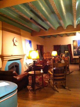 La Posada Hotel: Fireplace in the Ballroom