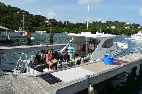 Red Hook Dive Center : Boat and Crew
