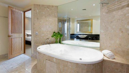 Rydges Melbourne Hotel: King Spa Suite