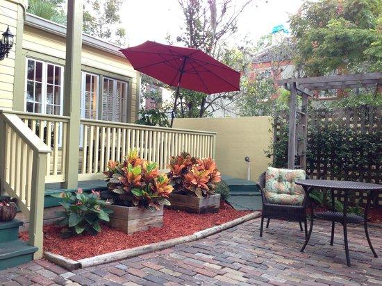 Agustin Inn : courtyard area