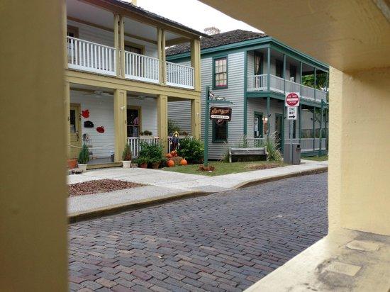 Agustin Inn : looking toward Cuna St from courtyard window