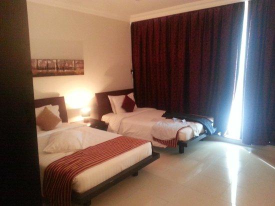 Retaj Residence Al Corniche: One of the two bedrooms.