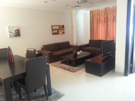 Retaj Residence Al Corniche: Living room.