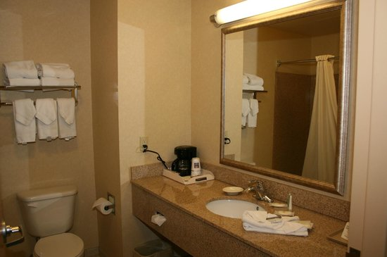 Comfort Inn & Suites: Bathroom - Soap was opened by Housekeeper, ready to use!