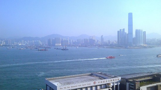 Island Pacific Hotel : View of Victoria Harbor from 18th floor